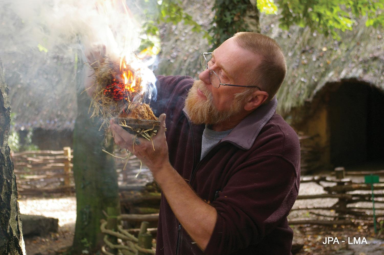 Artisan démonstration allumage du feu