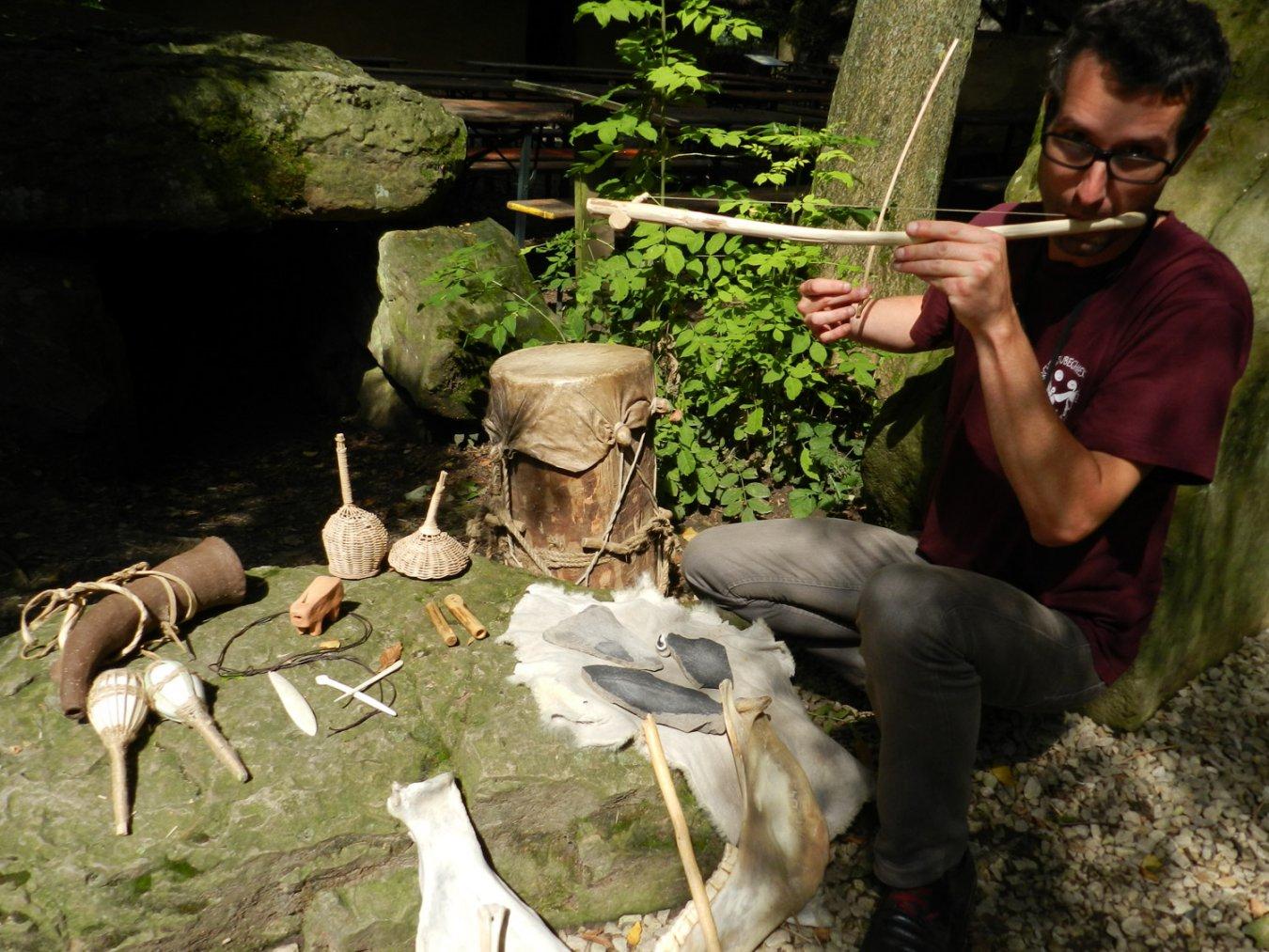 Atelier musique préhistorique enfant