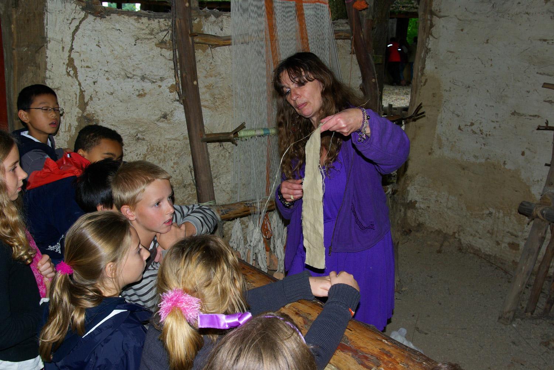 Visite scolaire démonstration tissage
