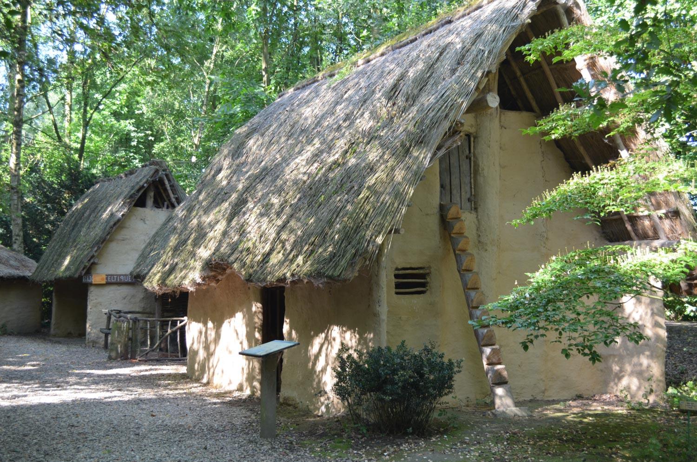 Extérieur maison de l'Âge du Bronze