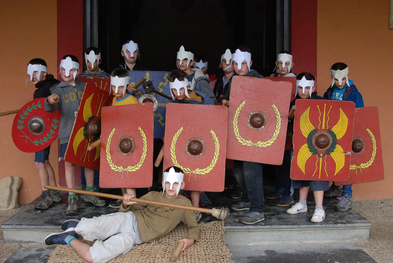 stage gladiateur- archéosites Aubechies. photo de groupe