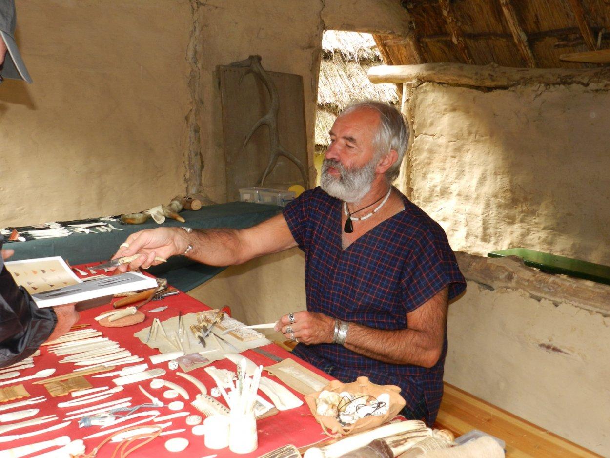 artisan Archéosite Aubechies Nonos taille de l'os
