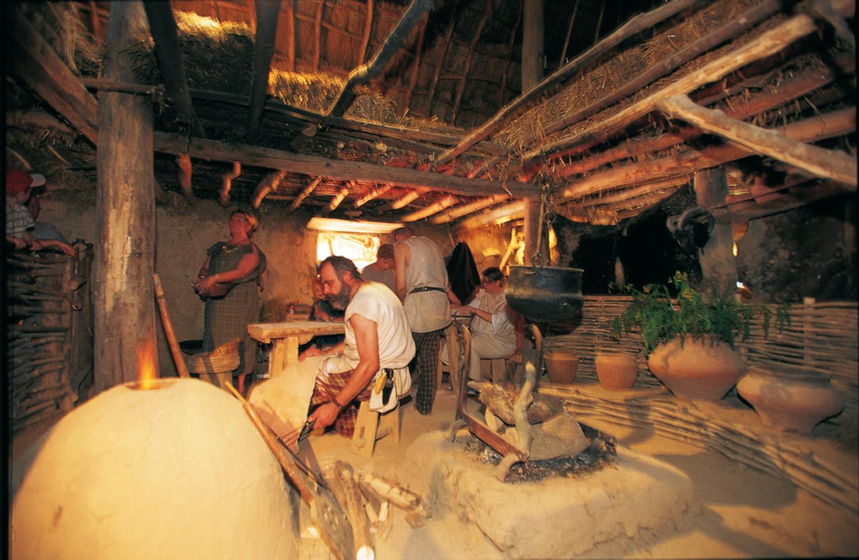 maison Halstatt 1er âge du fer Archéosite Aubechies